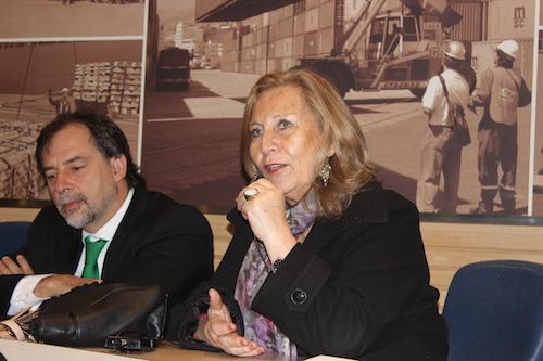 """Ministra de Salud, Helia Molina, en el Seminario Internacional """"IMPUESTOS AL TABACO Y SALUD PÚBLICA: DESAFÍOS Y OPORTUNIDADES EN CHILE""""."""